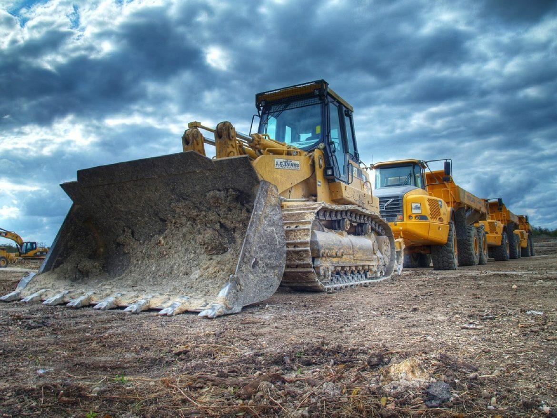 Wynajem maszyn budowlanych – czy to się opłaca?