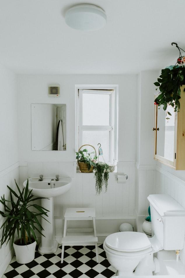 Jak zaaranżować starą łazienkę?