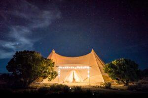 Z jakich materiałów robi się namioty eventowe
