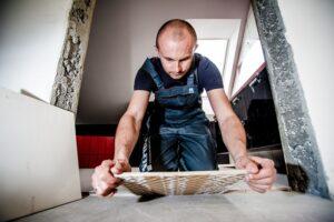 Jak układać płytki ceramiczne na schodach?